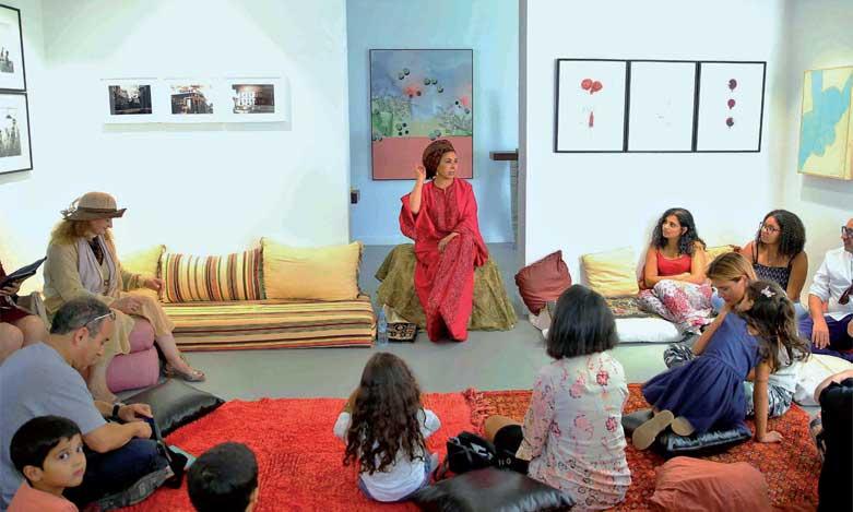 L'écrivaine Halima Hamdane enchante ses auditeurs lors d'une séance de contes