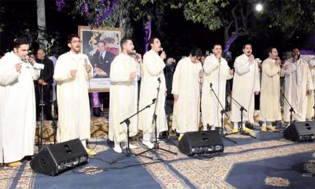 Fathallah Darâaoui, en compagnie de ses collègues, a créé une atmosphère mystique, et ce dans le beau jardin Jnan Sbil.Ph. Kartouch