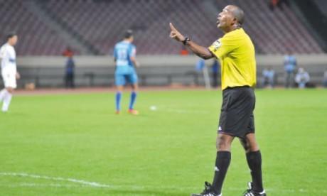 Hicham Tiazi au sifflet de la demi-finale de la Coupe du Trône Raja-WAF