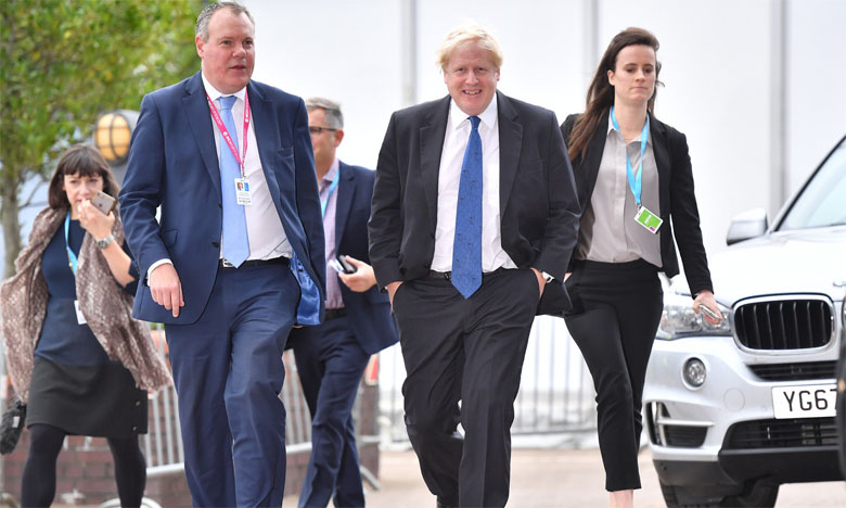 Chef de file des conservateurs partisans du Brexit, l'ancien ministre des Affaires étrangères Boris Johnson (au centre) a dénoncé les propositions de l'UE comme «un choix entre la casse du Royaume-Uni ou son asservissement».