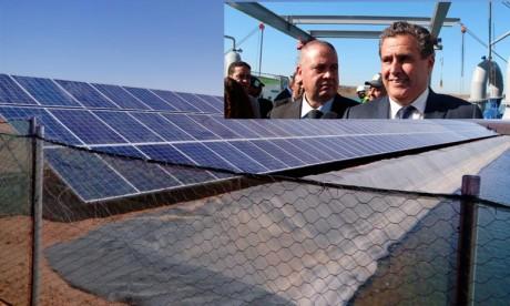 Akhannouch en visite à un projet pilote en énergie solaire   à Errachidia