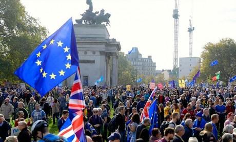 Près de 700.000 Britanniques ont défilé à Londres pour réclamer l'organisation d'un nouveau vote sur le Brexit, alors que les négociations patinent avec l'UE. Ph : AFP