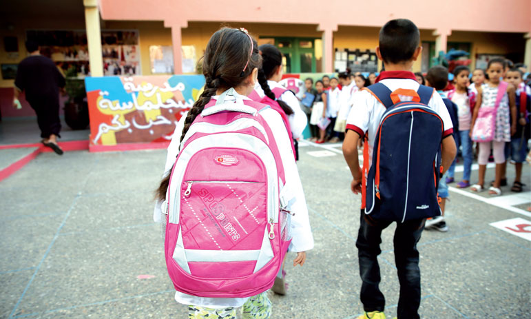 Le gouvernement s'attaque en priorité aux obstacles à la scolarisation des élèves issus de familles nécessiteuses
