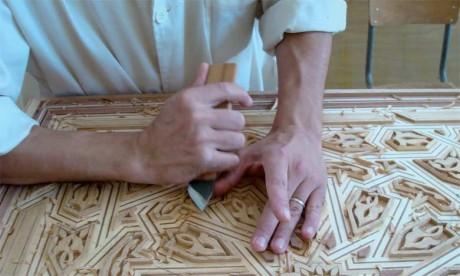 L'un des objectifs du Salon est de développer et de moderniser le secteur artisanal du bois, dont le brillant héritage transparaît dans les palais, les riads et les anciennes demeures et résidences cossues.