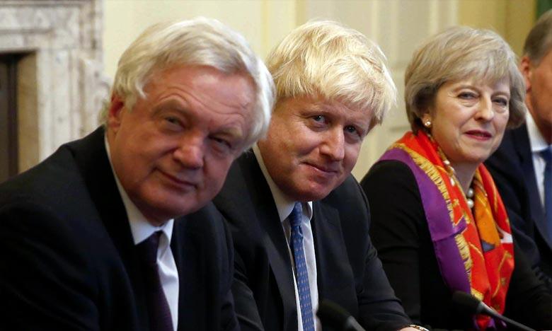 La dirigeante est également sous pression de son allié au Parlement, le petit parti unioniste nord-irlandais DUP, indispensable à sa majorité. Ph : AFP