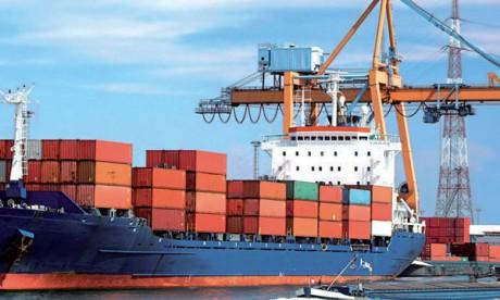Les exportations s'accélèrent, le déficit aussi