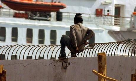 Tentative  de passage de migrants subsahariens à  Melillia,  douze militaires blessés