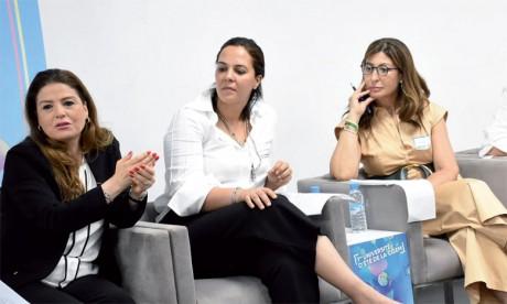 Le panel intitulé «La femme dans l'entreprise: gage du succès» a été marqué par la participation de plusieurs femmes actives dans le monde de l'entreprise et de l'entrepreneuriat.