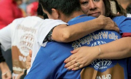Des rencontres entre les familles séparées par la frontière mexico-américaine