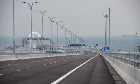 Ouverture d'un pont reliant Hong Kong à la Chine continentale