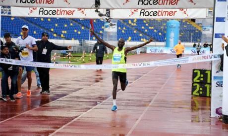 Victoire du Kényan Erick Leon Ndiema
