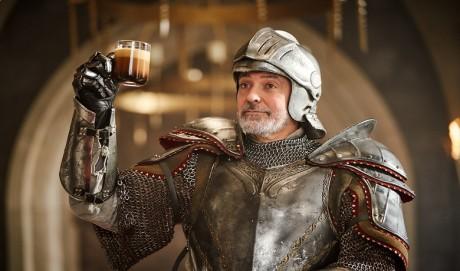 George Clooney se transforme en chevalier pour Nespresso