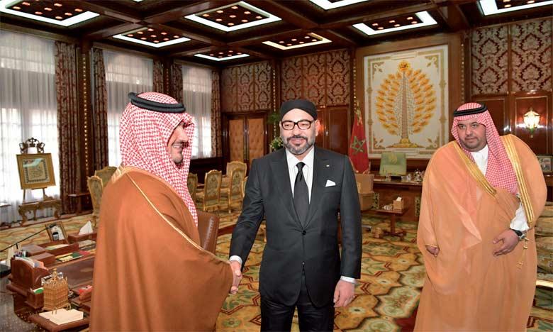 Sa Majesté le Roi reçoit le ministre saoudien de l'Intérieur, S.A.R. le Prince Abdelaziz Ben Saoud Ben Nayef Ben Abdelaziz