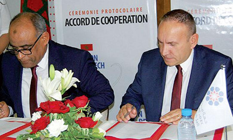 Le protocole d'accord vise l'encouragement des investissements des entreprises françaises et la formation des étudiants marocains aux métiers d'hôtellerie et de tourisme.