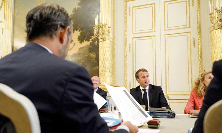 Emmanuel Macron face à Édouard Philippe, le Premier ministre, durant le Conseil des ministres, le 5 septembre 2018 à l'Élysée.  Ph. AFP