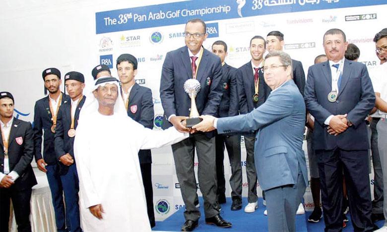 La cérémonie de remise des prix a été marquée par le double retentissement de l'hymne national marocain.