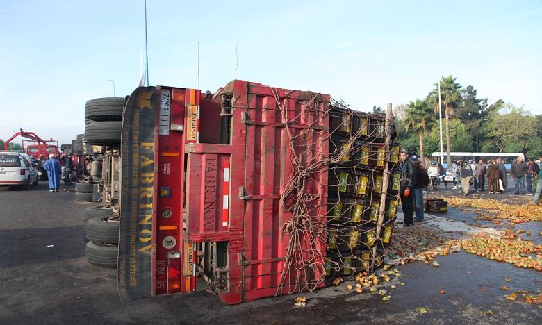 Un camion se renverse à Casablanca, ouverture d'une enquête