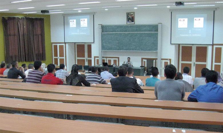 Jeunes chercheurs et professeurs confirmés ont échangé sur leurs travaux à la lumière des avancées dans le domaine  de la didactologie et de la didactique des langues et des cultures.