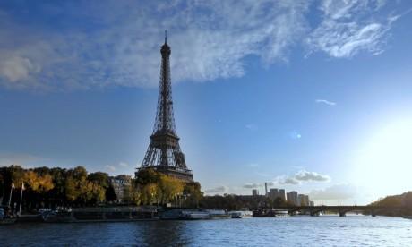 Un morceau d'escalier de la tour Eiffel aux enchères