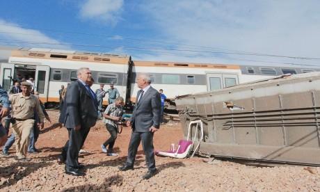 Les ministres de l'Intérieur et de l'Equipement se sont rendus sur les lieux de l'accident sur Hautes instructions royales. Ph. AICPRESS