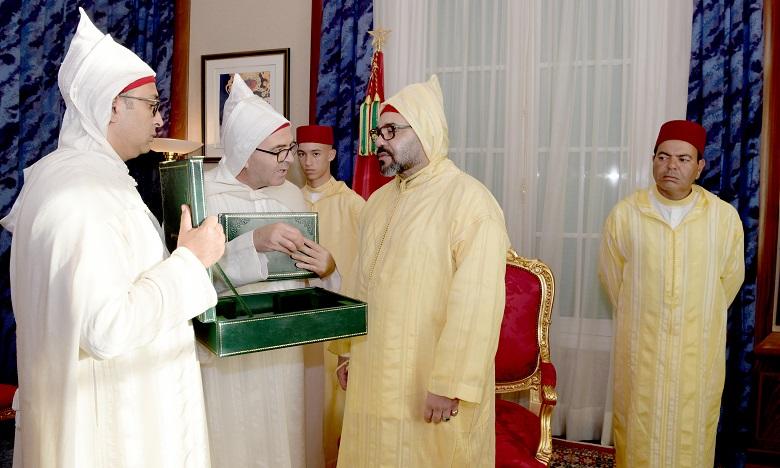 S.M. le Roi reçoit les présidents des deux Chambres, ainsi que le ministre délégué chargé des Relations avec le Parlement et la société civile et préside une réception organisée en l'honneur des parlementaires