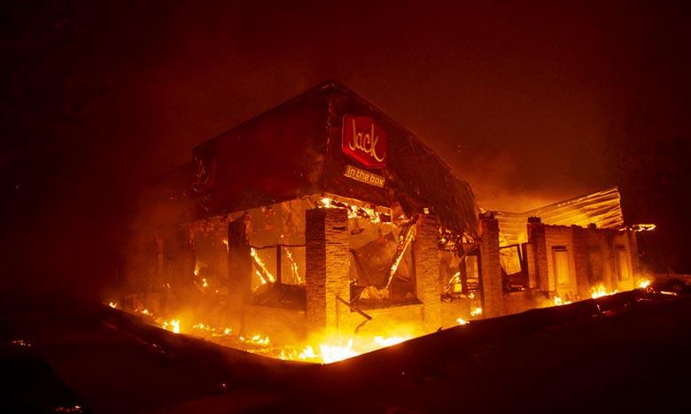 Les flammes font des victimes en Californie