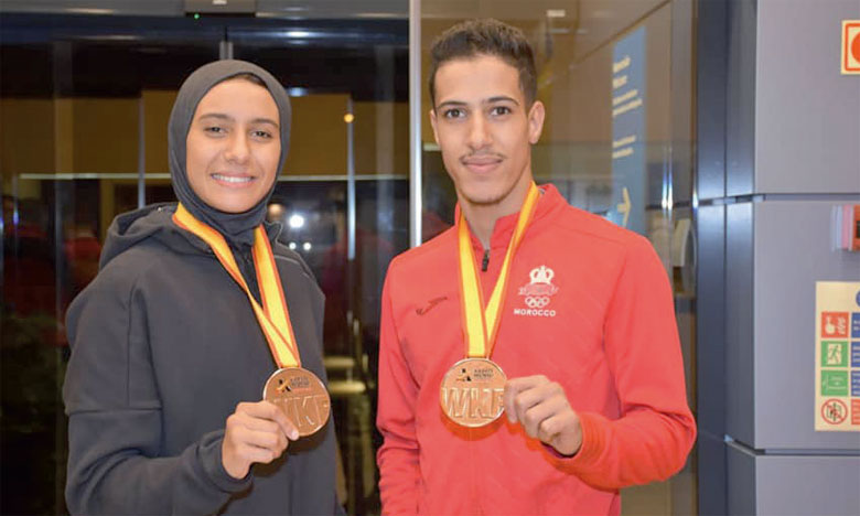 Ibtissam Sadini et Abdesslam Ameknassi arborant leurs médailles de bronze.