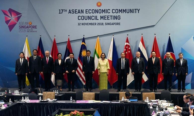 «La Chine a ouvert sa porte au monde. Nous ne la refermerons jamais, nous l'ouvrirons encore plus grande», a affirmé Li Keqiang, chef du gouvernement chinois. Ph : AFP