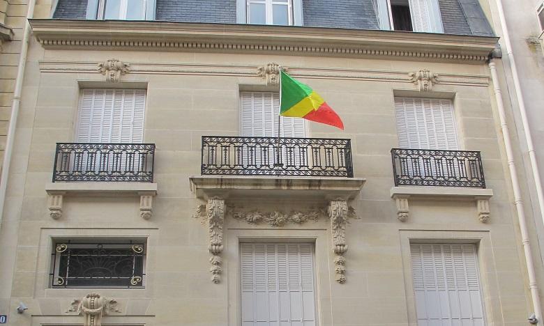 Une enquête ouverte après des tags sur l'ambassade du Congo à Paris