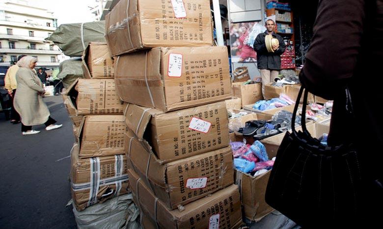 La Douane a saisi 33.300 paires d'espadrilles pour enfants et 62.820 châles pour femmes. Ph : DR