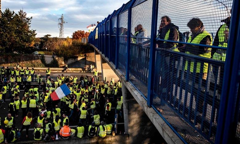 «Les élites parisiennes parlent de fin du monde quand nous, on parle de fin du mois», résumait un gilet jaune, déplorant la surdité de l'Exécutif face à ceux qui ont du mal à boucler les fins de mois. Ph : AFP