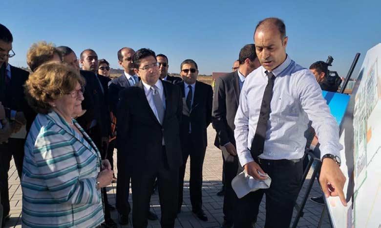M.Bourita et Mme Arbour visitant le site qui accueillira la conférence de l'ONU sur les migrations.