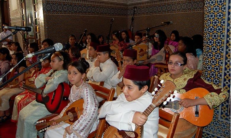 La compétition a connu la participation d'une trentaine de poussins représentant plusieurs associations et troupes de musique gharnatie. Ph : DR
