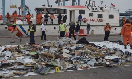 Accident d'avion en Indonésie : l'une des boîtes noires récupérée