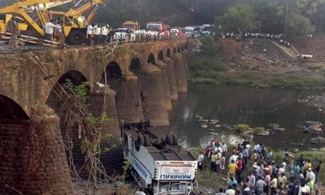 La chute d'un bus fait plusieurs victimes en Inde
