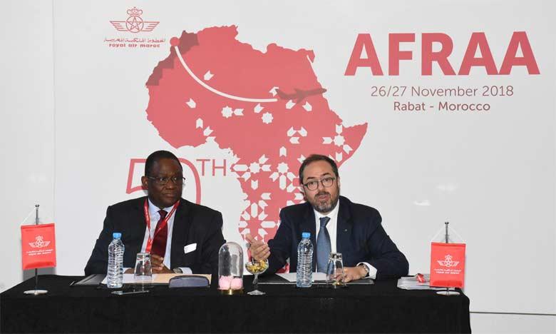 Abderahmane Berthé, secrétaire général de l'AFRAA, et Abdelhamid Addou, PDG de RAM, ont donné une conférence de presse pour la clôture de la 50e AG de l'AFRAA hier à Rabat.Ph. Kartouch