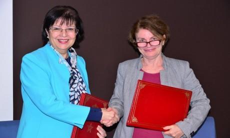 De gauche à droite : Rahma Bourqia, directrice de l'Instance nationale d'évaluation et Giovanna Barberis, représentante de l'Unicef au Maroc. Ph. DR