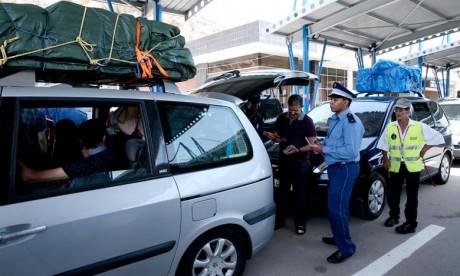Les éléments de la douane ont avorté une tentative d'entrée illégale de 17.600 dollars qu'un MRE en Espagne dissimulait dans ses bagages dans l'intention de les introduire au Maroc sans déclaration préalable. Ph : DR
