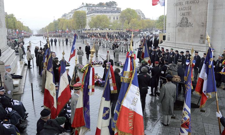 La cérémonie solennelle de commémoration s'est déroulée au pied de l'emblématique Arc de triomphe.