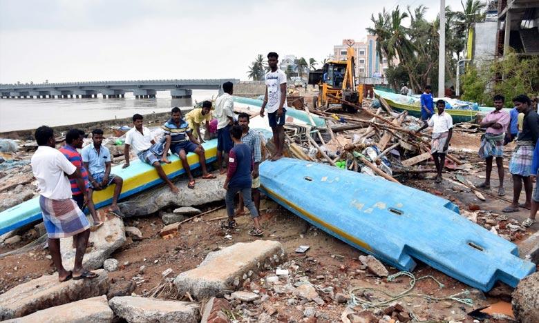 Le cyclone Gaja a touché terre dans l'État du Tamil Nadu avec des vents de près de 100 km/h et des pluies diluviennes. Les victimes ont principalement été électrocutées ou écrasées par des murs, même si l'alimentation électrique de certains secteurs avait été interrompue par mesure de précaution. Ph : AFP