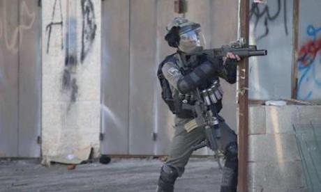 L'armée israélienne prend  d'assaut des villages palestiniens