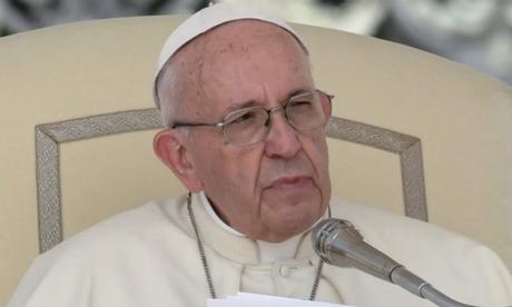 Le pape critique les «vacarmes  du consumérisme»