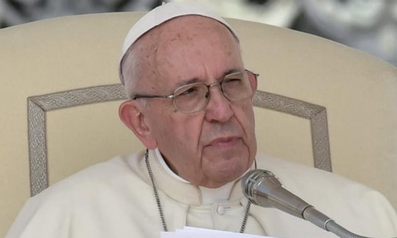 «La machine publicitaire invite à s'échanger des cadeaux  toujours nouveaux pour se faire des surprises. Mais c'est cette fête-là qui plait à Dieu?», a demandé le pape.                       Ph. AFP