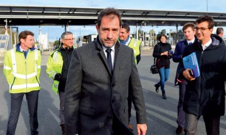 Le ministre de l'Intérieur appelle à lever les blocages des «gilets jaunes»