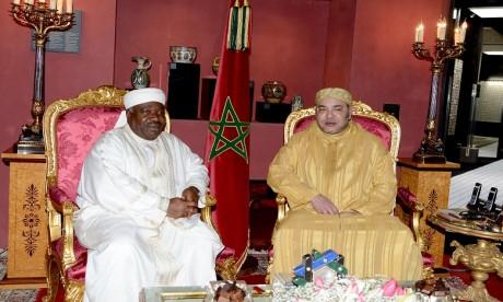 S.M. le Roi rend visite au Président gabonais, M. Ali Bongo Ondimba, à l'Hôpital militaire de Rabat