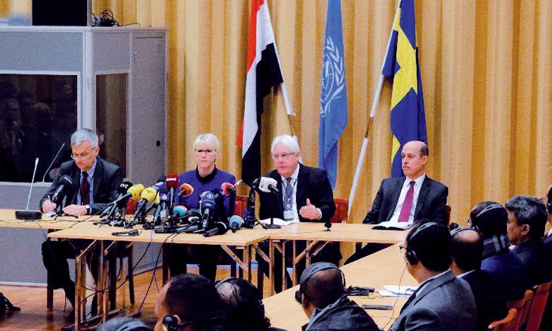 L'envoyé spécial pour le Yémen, Martin Griffiths (au centre), cherche un accord durable sur une désescalade militaire, après quatre ans de guerre qui ont fait environ 10.000 morts et menacent jusqu'à 20 millions de personnes de famine.