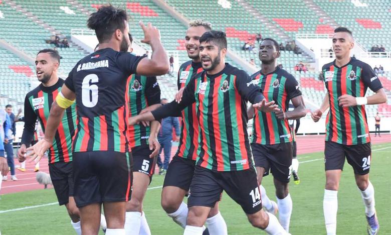 Les joueurs de l'AS FAR célébrant leur victoire sur le FUS de Rabat.Ph. Saouri