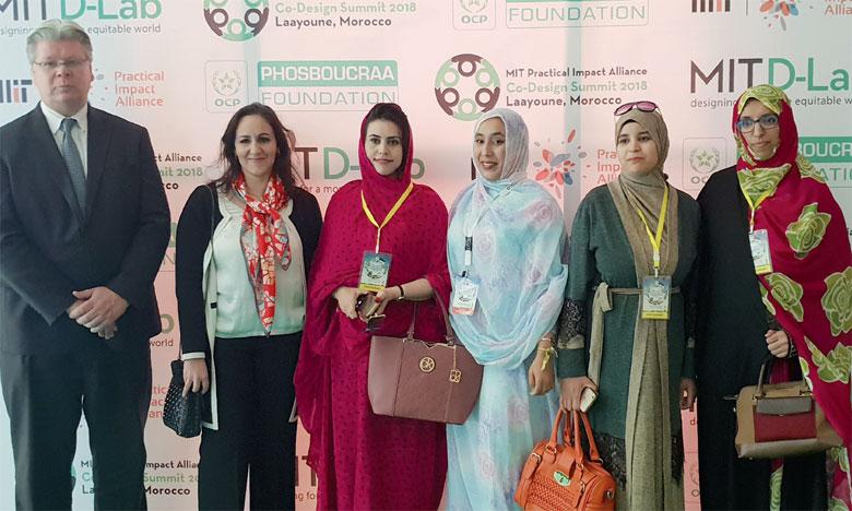 De droite à gauche, Hind El Kantaoui, Meryam Iziki, une participante  et Fatma Bougharioun (en Melhfa rouge). Ph. M.A.H.