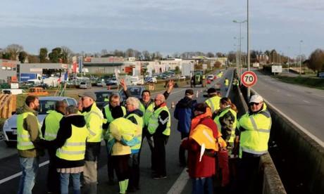 «Gilets jaunes»: mobilisation en baisse  à Paris et dans toute la France
