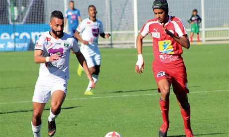 Le Youssoufia de Berrechid rejoint le WAC et le HUSA en tête après  sa victoire sur le KACM